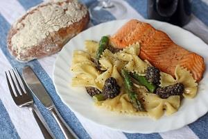 دستور پخت سالمون نروژی سرخ شده با سس ماکارونی و قارچ